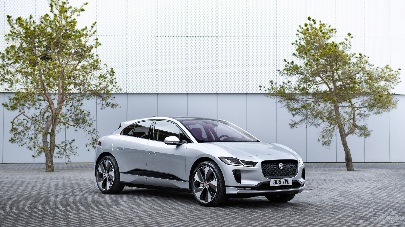 THE BENEFITS OF OWNING A JAGUAR I-PACE